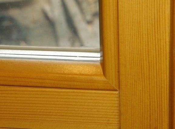 Окно из массива сосны.