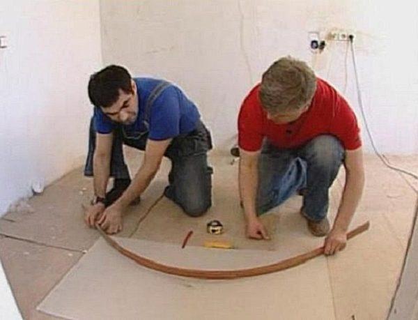 Отрисовка дуговой линии при помощи гибкой планки.