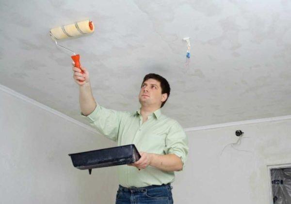 Побелка потолка поверх старого покрытия