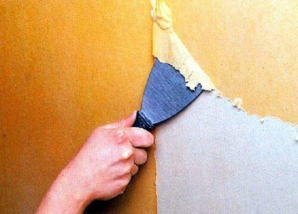 При снятии флизелиновых обоев их основа остается на стене