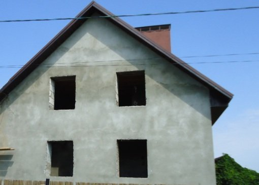 Простой и эффективный способ отделки – оштукатуривание фасада.