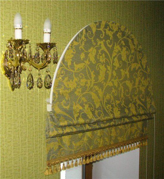 Римские шторы с оригинальной фактурой для всего периметра окна