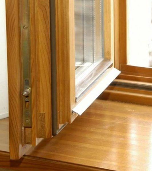 Современное деревянное окно: стильно, но очень дорого.