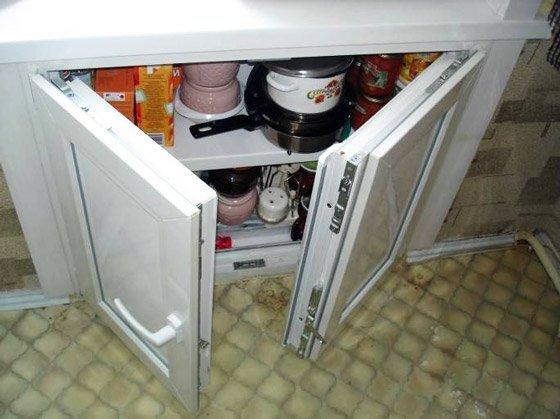 Современный оконный блок сможет защитить кухню от проникновения холода.
