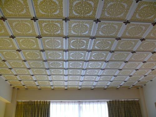 Современный потолочный декор из пенопласта.