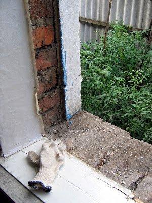 Старое окно вытащили, можно ставить новое