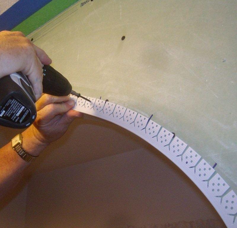 Как сделать угол потолочного плинтуса, как правильно