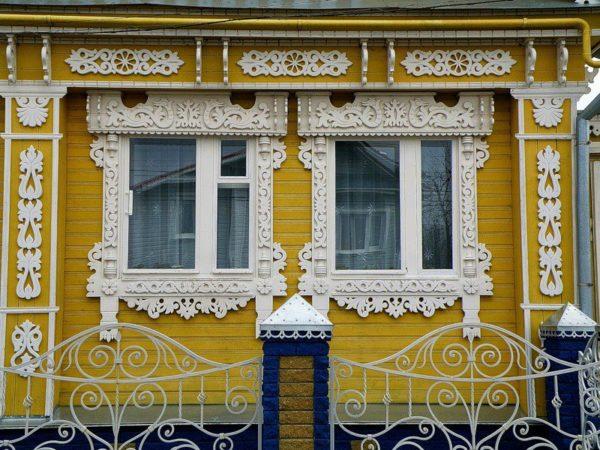 Весенние цветочные мотивы и орнаменты в экстерьере дома
