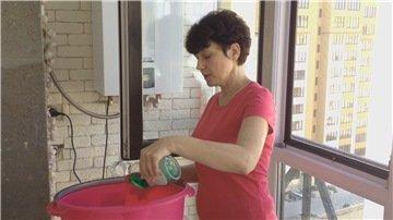 Воду используем теплую, так как в ней проще растворить любое моющее средство