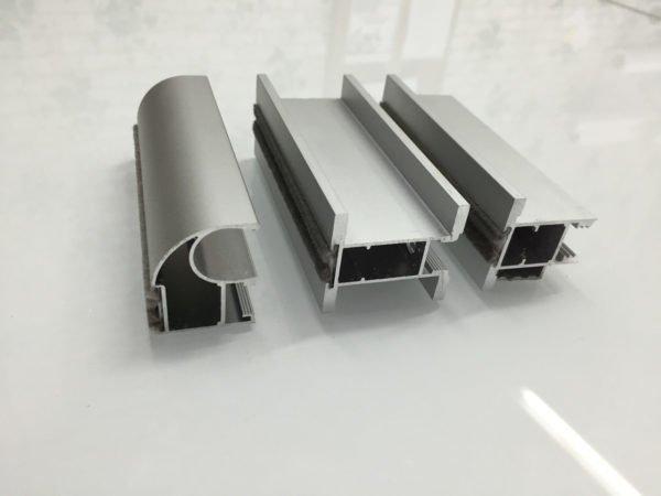 Алюминиевый профиль подбирается в зависимости от конструкции шкафа