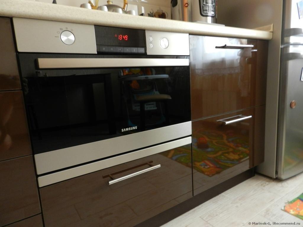 Компактная модель в интерьере маленькой кухни