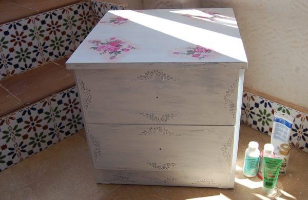 att152695183443-600x390 Декупаж старого шкафа своими руками фото: кухонный мастер-класс, как сделать оформление двери шкафчика