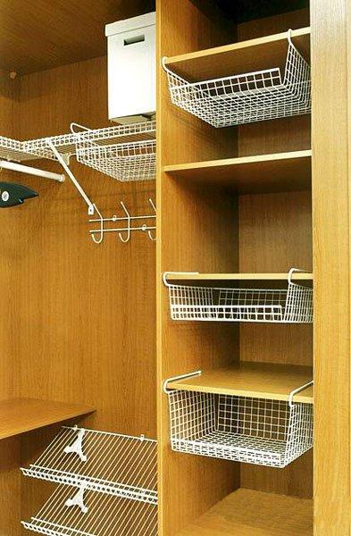 Держатели для полок в шкафу: разновидности и установка