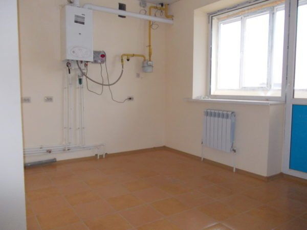 Автономное отопление и горячее водоснабжение обеспечивает двухконтурный газовый котел.
