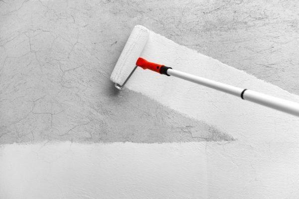 Белый грунт создает нейтральный фон для тонкослойного декоративного покрытия
