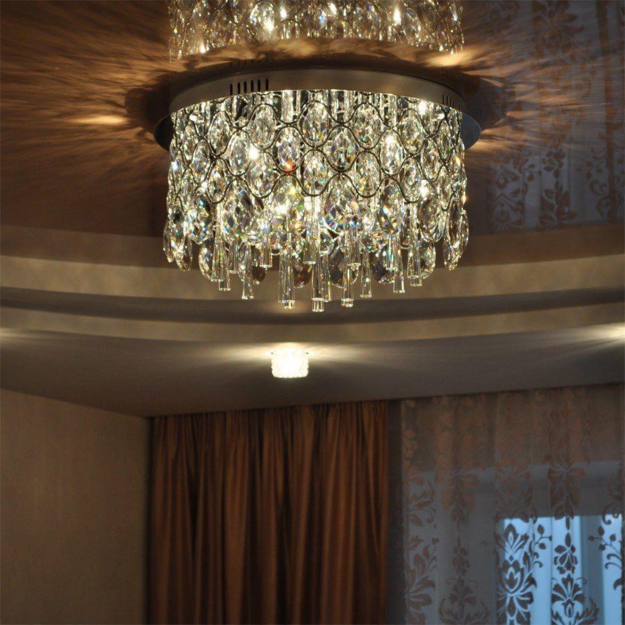 Люстры для зала фото с натяжными потолками выбор