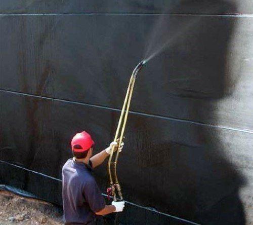 Битумно-полимерная мастика – хорошее решение для защиты фундамента от грунтовых вод