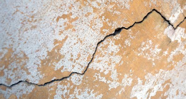 Благодаря своей пластичности, покрытие на основе силикона может перекрывать на основании значительные трещины.
