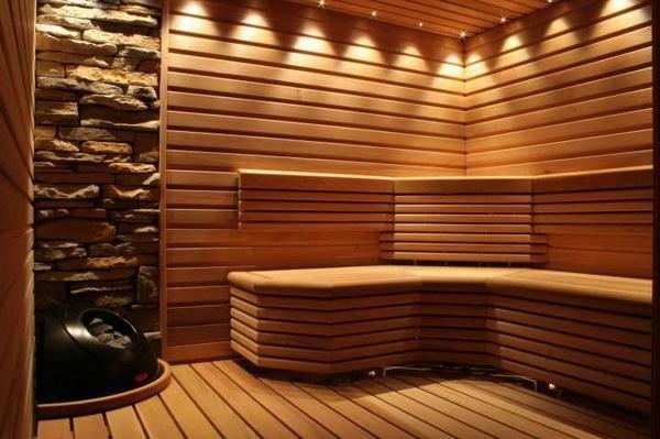 Благодаря свойствам качественной древесины баня «дышит», в ней устанавливается здоровый климат, наполненный специфическим запахом