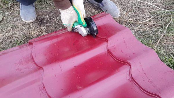 Болгарка повреждает защитное покрытие, из-за чего торцы начинают ржаветь