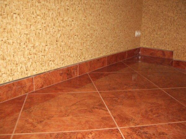 Большие размеры плитки имеют меньше швов и смотрятся стильно