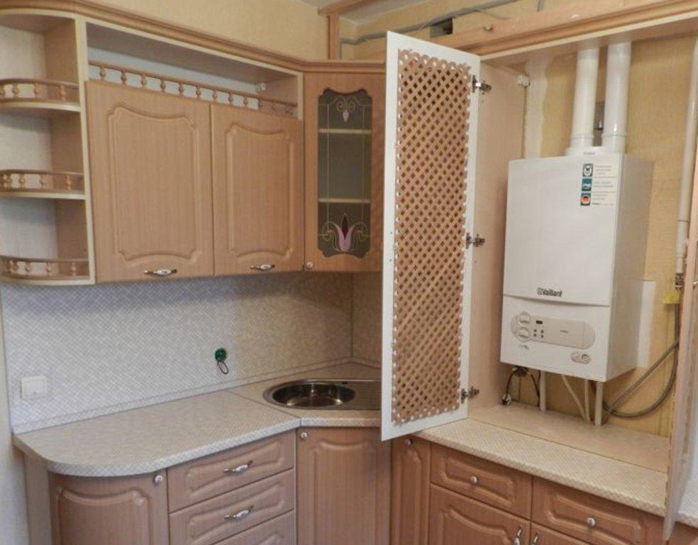 Большой шкаф с решётчатыми дверками