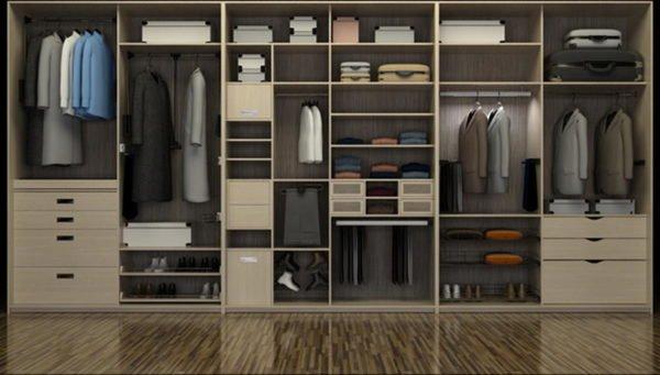 Большой трёхметровый шкаф с узкими и широкими полками