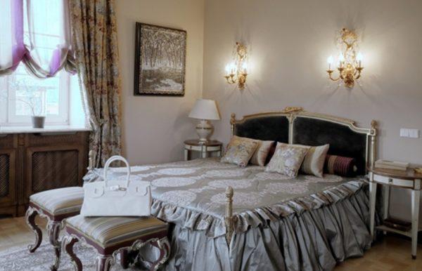 Бра в виде канделябров для классической спальни