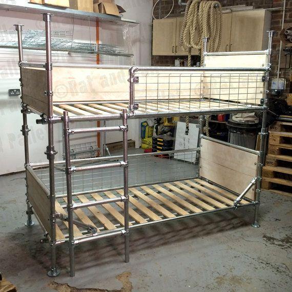 Брутальная двухъярусная кровать в чердачном стиле.