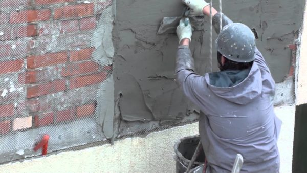 Черновой оштукатуривание фасада