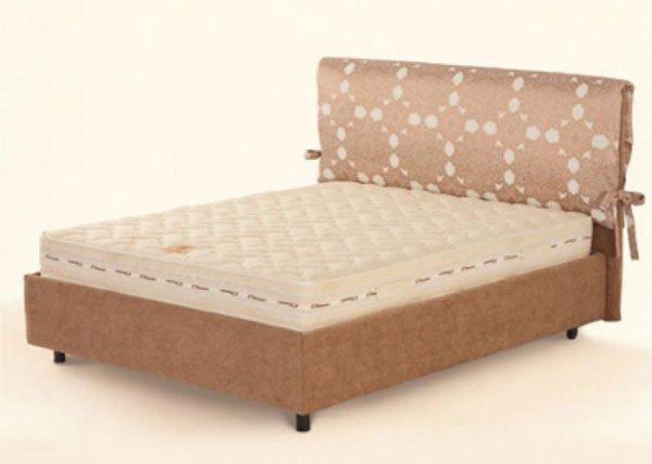 Чтобы сшить мягкий чехол для кровати не нужно обладать фундаментальными знаниями профессионального портного.