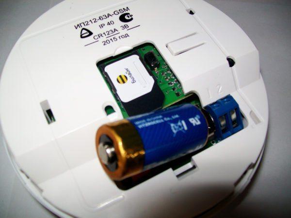 Датчики беспроводной сигнализации нуждаются в периодической замене батареек