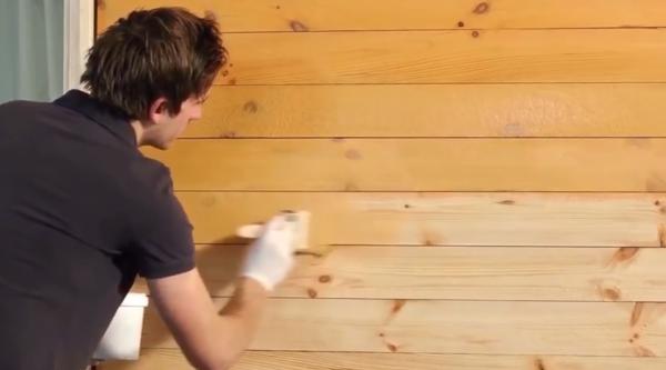 Даже однослойное покрытие эффектно проявляет структуру древесины
