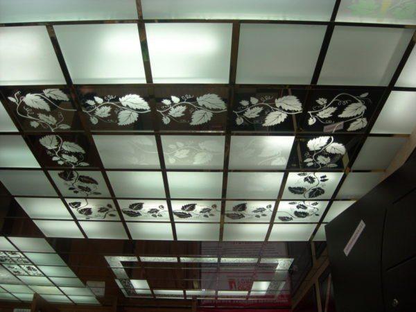 Декоративный вариант с моделями из стекла
