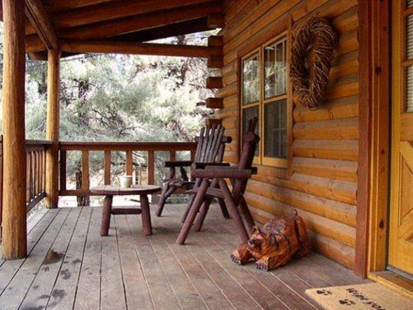 Деревянное крыльцо — это не только обязательный атрибут частного дома, но и отличная возможность придать фасаду оригинальность