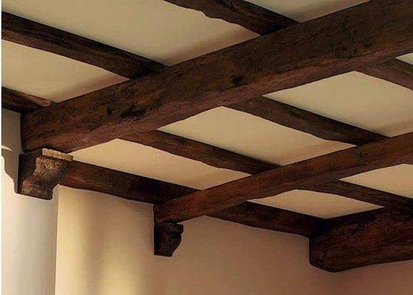 Деревянные консоли подчеркивают выбранный стиль