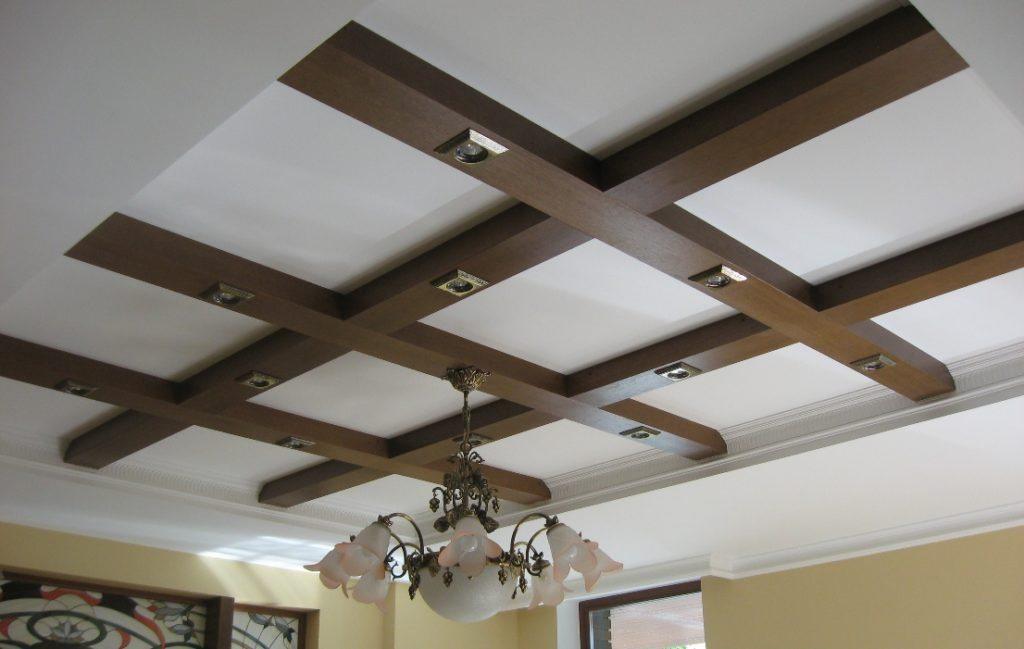 Декоративный деревянный потолок