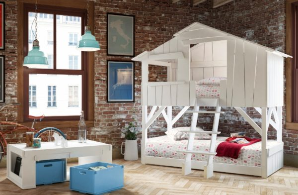 Детская в стиле Лофт – белая мебель отлично сочетается со стенами из кирпича