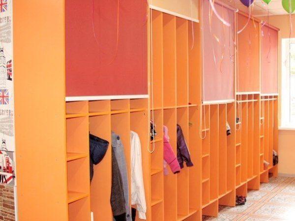 Детский шкаф с тканевыми жалюзи