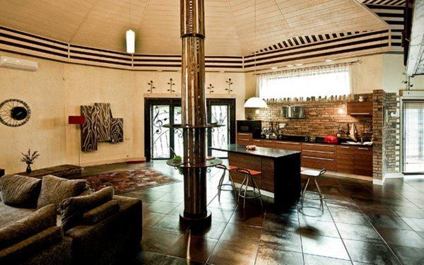 Дизайн гостиной кухни, устроенной в просторной деревянной пристройке
