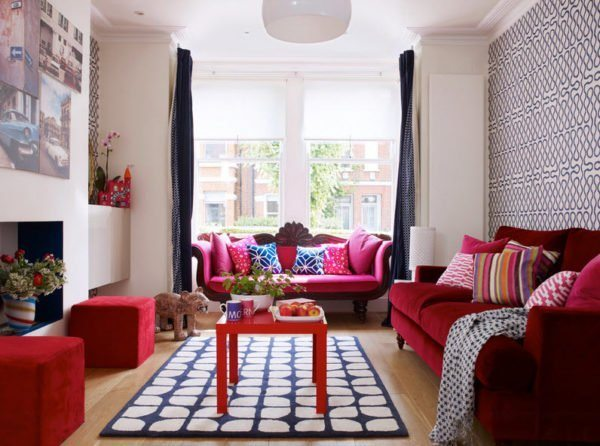 Для арабского стиля свойственны покрытия с вензелями, витиеватыми решетками и замысловатыми цветочными переплетениями