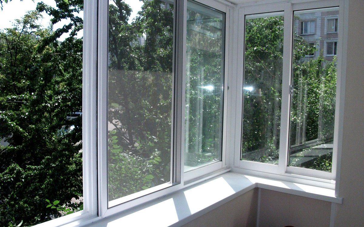 Раздвижные окна для дома или беседки: пластиковые, деревянны.