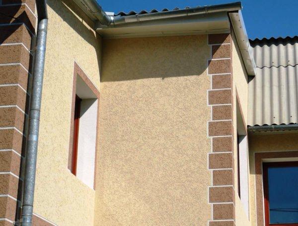 Для наружных работ можно использовать только фасадную краску