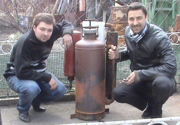 Для относительно небольших и мощных агрегатов лучше использовать газовый баллон.
