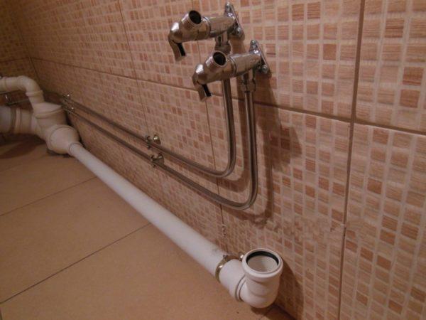 Для переноса мойки используйте пластиковые канализационные трубы.