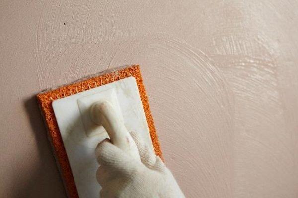 Для получения качественной однородной поверхности, штукатурку нужно тщательно затереть.