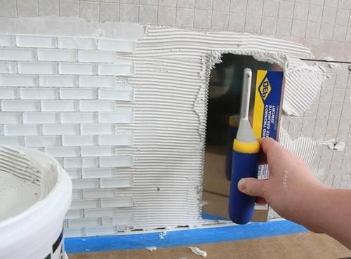 Для приклеивания стекла необходимо использовать специальный акриловый клей