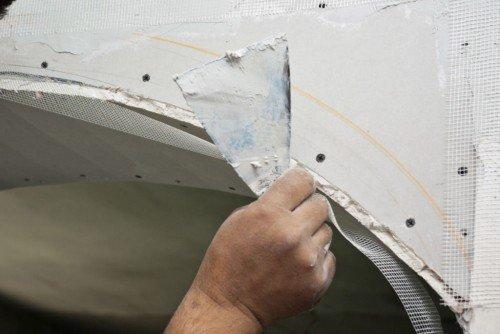 Для сложных конструкций удобнее использовать инструмент небольшой ширины