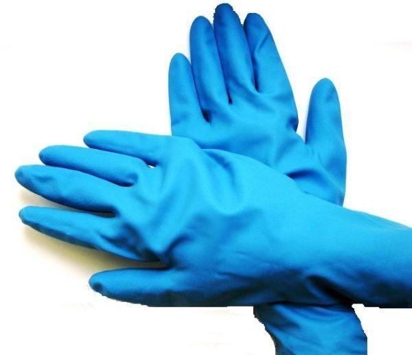 Для защиты от хлорсодержащих составов используются специальные резиновые перчатки