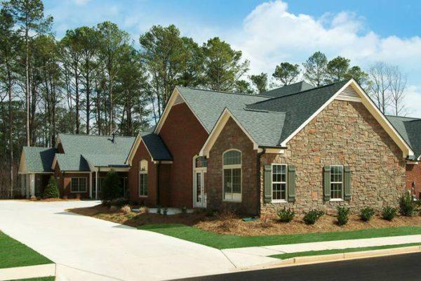 Дома обшиваются плиткой с креплениями быстрее, чем обычными фасадами